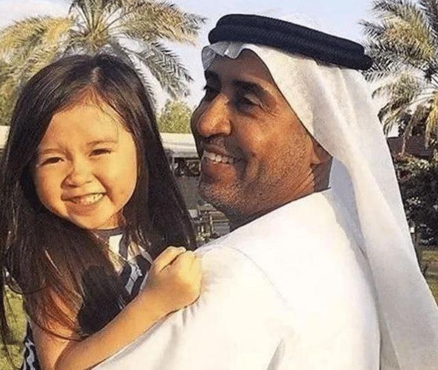 """因""""太漂亮""""被迪拜富豪收养,5岁进豪门,小女孩如今咋样?"""