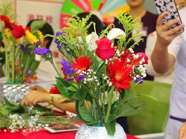 【上海博艺艺术培训中心】周末精品插花课程,教育培训 >> 兴趣课堂 >> 插花