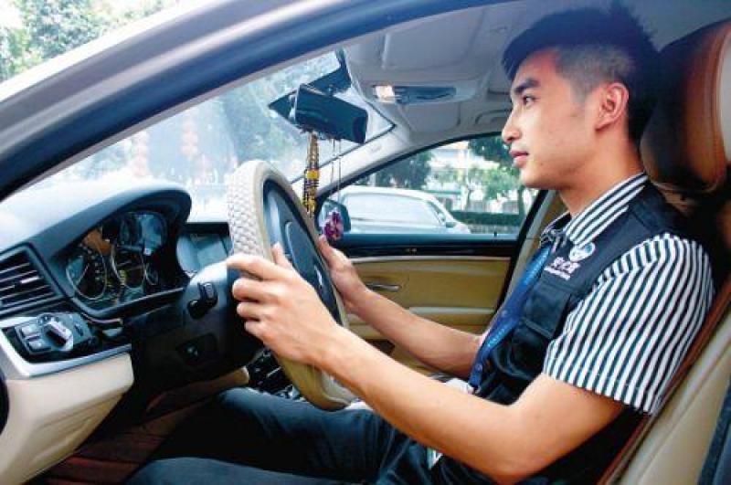 【大众一家服务快车】各类代驾,可长短途、商务、酒后等各类代驾,时间出售 >> 司机代驾 >> 酒后代驾
