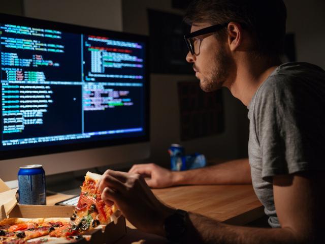 找专业软件开发团队做产品网页和小程序页面开发,时间不等人很急!