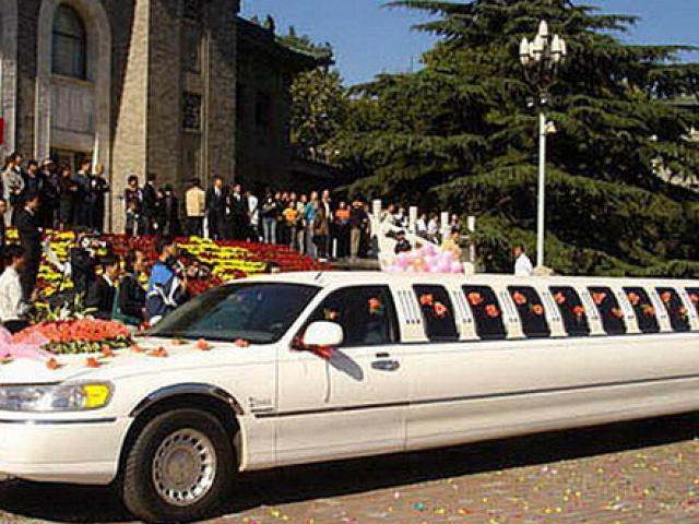 下个月婚礼,找一位经验丰富,诙谐幽默的男婚礼主持,婚礼在广州海珠区举办!