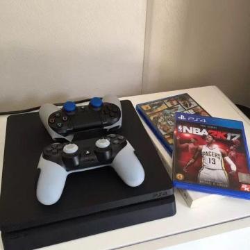 PS4港版 九成新 两手柄 2K17 GTA5